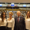 Klaudia Fredrych i Andrea Polczyk, laureatki konkursu na najlepszą prezentację dotyczącą Objawień Fatimskich
