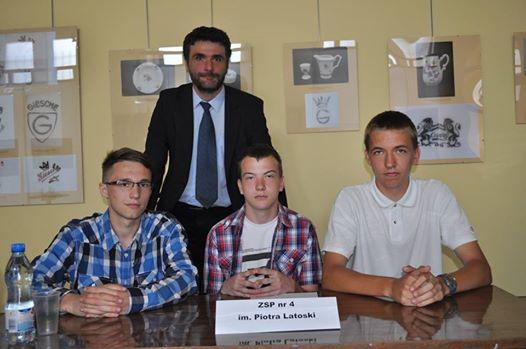 Zwycięska drużyna ZSP nr 4 w konkursie Z demokracją na ty