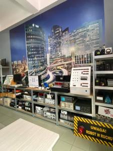 Nasza pracownia zawodu technik mechatronik i technik automatyk odnowiona, świeżutka, pachnąca czeka na KOLEJNE SPRZĘTY I NA UCZNIÓW!!!