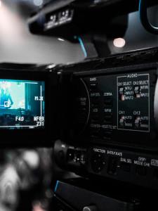 Poszukujemy dwie chętne osoby do filmowania imprez szkolnych w ramach studia na YouTube – Tolstoj TV